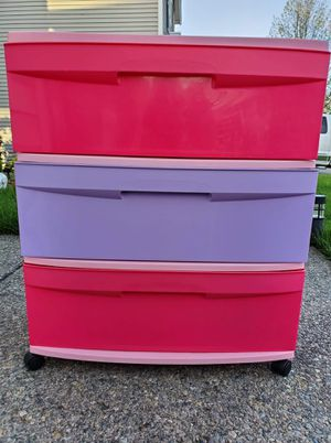 Plastic drawers and shaggy rug for Sale in Tacoma, WA