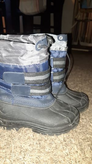 Snow boots size 9 kids for Sale in Phoenix, AZ