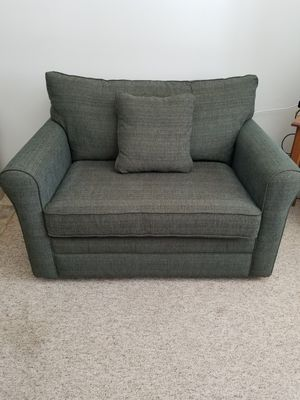 Lazyboy loveseat sleeper for Sale in Pequot Lakes, MN