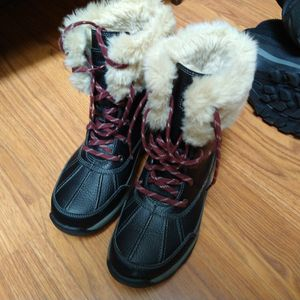NEW SIZE 7 CLARKS WINTER BOOTS for Sale in Santa Ana, CA
