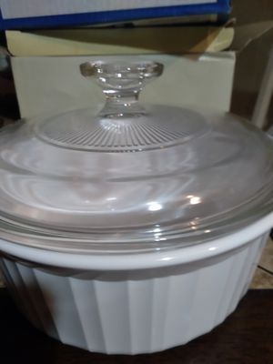 1.5put. Corningware round dish with lid for Sale in Port St. Lucie, FL