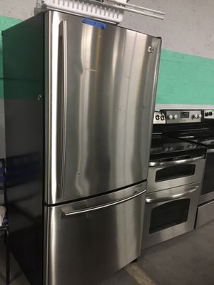 LG stainless steel bottom freezer fridge in excellent condition for Sale in Baltimore, MD