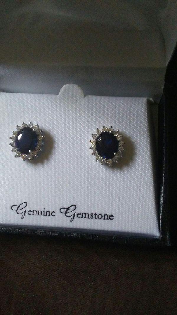 Genuine saphire ni box diamond surround earrings