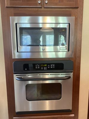 Like new oven and Microwave for Sale in Orlando, FL