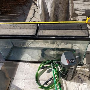 60 Gallon Fish Tank with Pump for Sale in Long Beach, CA
