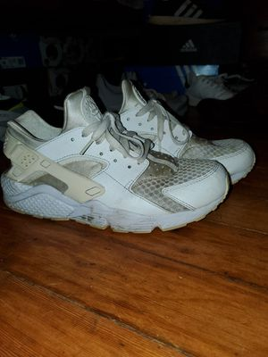 Nike white Huarache Men's Size 10 for Sale in Pasadena, CA