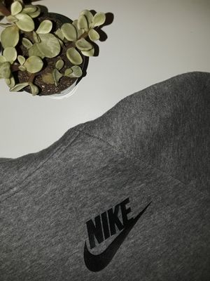 Nike pullover sweater size medium gently used in excellent condition located in south Sacramento for Sale in Sacramento, CA