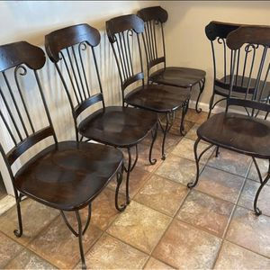 Distressed Kitchen table and chairs for Sale in Franklin, TN
