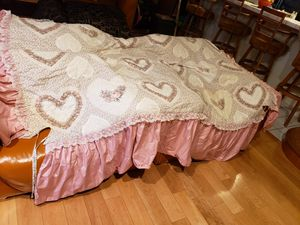 Classic Pink Floral Comforter Set for Twin or Trundle Bed for Sale in Lakewood, CA