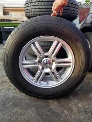 255/70/R18 all season tires 5 rims for Sale in Los Angeles, CA