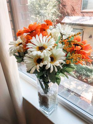 Large Artificial Flower Bouquet Arrangement With Glass Vase Orange & White for Sale in San Jose, CA