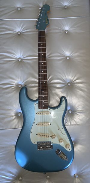 CLASSIC VIBE STRATOCASTER GUITAR '60S WITH MATCHING HEAD CAP for Sale in Atlanta, GA
