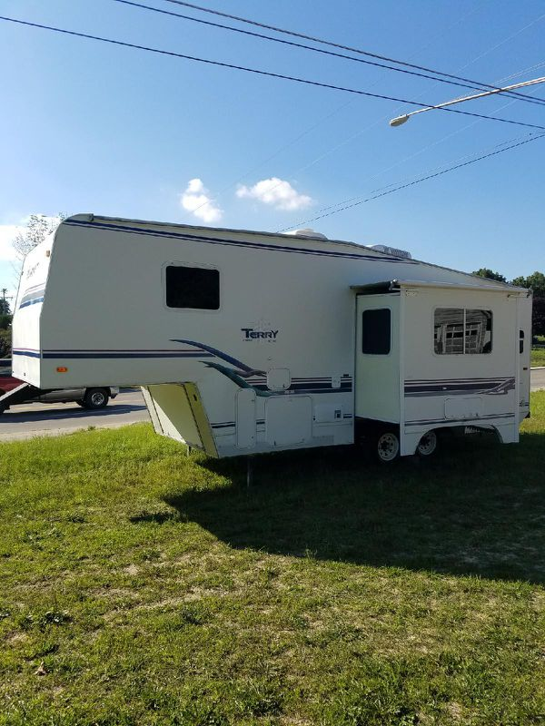 1999 Terry 5th wheel 27FT with sofa slide