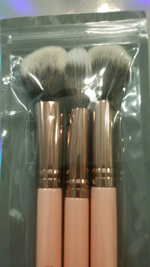 NEW Luxie 3-pc Flawless Complexion Makeup Brush Set BoxyCharm - $30 - PARMA PICKUP for Sale in Parma, OH