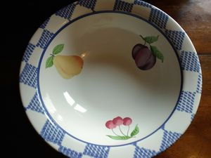 Pfaltzgraff Hop Scotch Veggie/Pasta Bowl for Sale in Hopewell Junction, NY