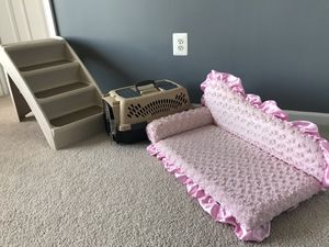 Pet Trio-Stair steps, crate w/cushion & bed for Sale in Gainesville, VA
