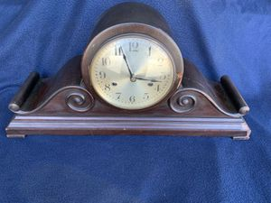 ANTIQUE GERMAN MANTEL CHIMING CLOCK WITH KEY for Sale in Los Angeles, CA