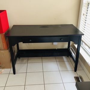 Black Desk for Sale in Sterling, VA
