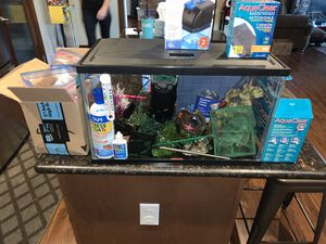 10 gallon aquarium with LED light hood for Sale in Orting, WA