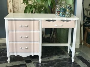 Pink and White French Provincial Desk for Sale in Victorville, CA