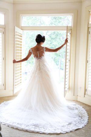 Wedding dress and veil for Sale in Atlanta, GA