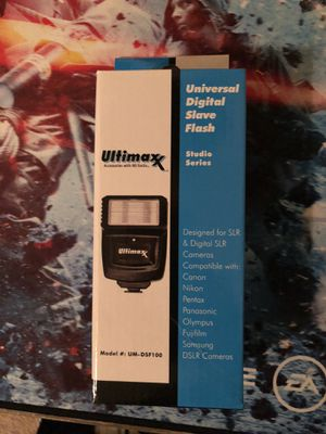 ULTIMAXX Digital Concepts Slave Flash For Digital SLR Cameras with Bracket for Sale in Carson, CA
