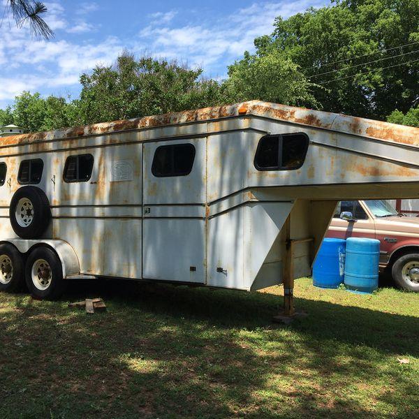 Three horse (farm) gooseneck trailer