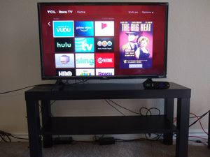 """TCL Roku TV 32"""" with Ikea table for Sale in Houston, TX"""