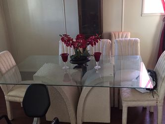 Dining room table with six chairs for Sale in Florissant,  MO