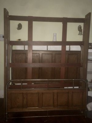 Queen size bed frame for Sale in Spartanburg, SC