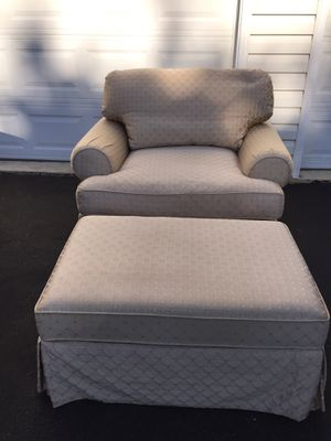 Oversized chair with ottoman EUC. for Sale in Chantilly, VA