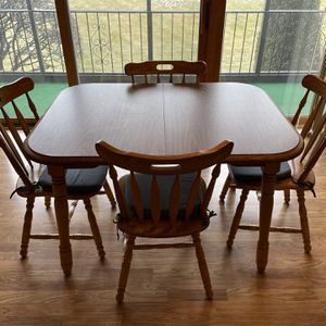Table With 4 Chairs for Sale in Orland Park, IL