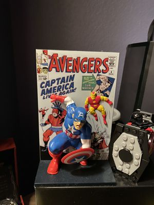 Original avengers comic 3D stand with box for Sale in Reedley, CA