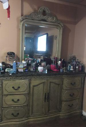Free Dresser with mirror for Sale in Santa Clara, CA