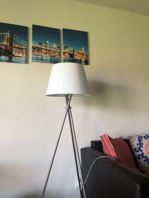 Tripod floor lamp for Sale in Ypsilanti, MI