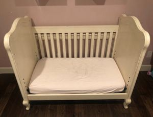 White Crib w Mattress & Removable Changing table for Sale in Seattle, WA