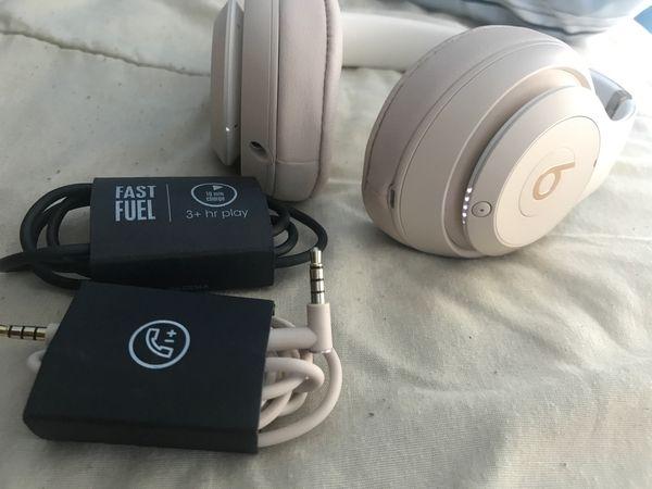 Beats Studio 3 ( Brand New )