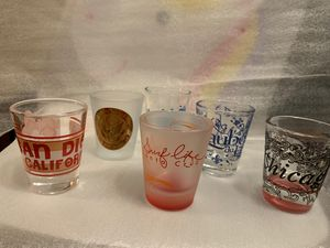 Collectible Shot Glasses/ SAN DiEGo CALIFORNIA/SURF CITY/CHICAGO/TROPICCANA LAS VEGAS/LAUBERGE/ du LAC/CHICAGO/AMERICAN EMBASSY LONDON ~ 6 CUPS for for Sale in El Cajon, CA