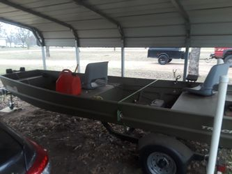 2016 15 ft aluminum jon boat and trailer boat has a 25 hp electric start mercury less than 50 hrs on it for Sale in Marble Falls,  TX