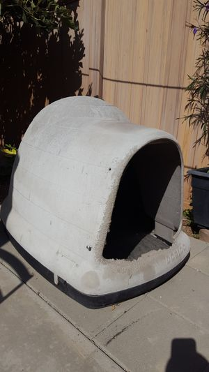 Dog house for Sale in La Habra, CA