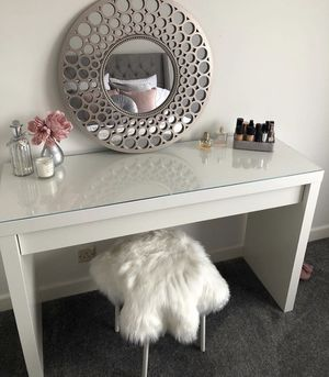 IKEA malm dressing table/desk/vanity for Sale in Placentia, CA