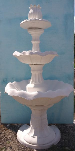 3 Tiers Water fountain. for Sale in Cypress Gardens, FL
