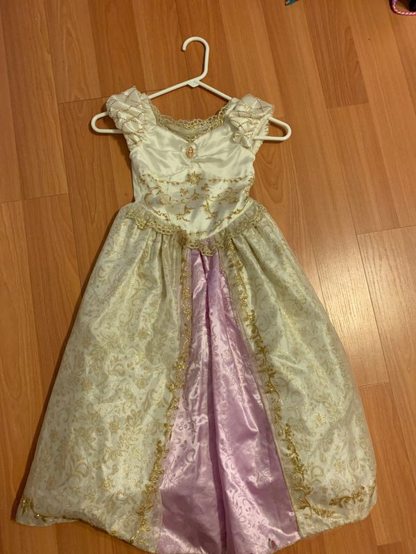 Rapunzel girls play dress costume size 5 / 6 small stain on the bottom