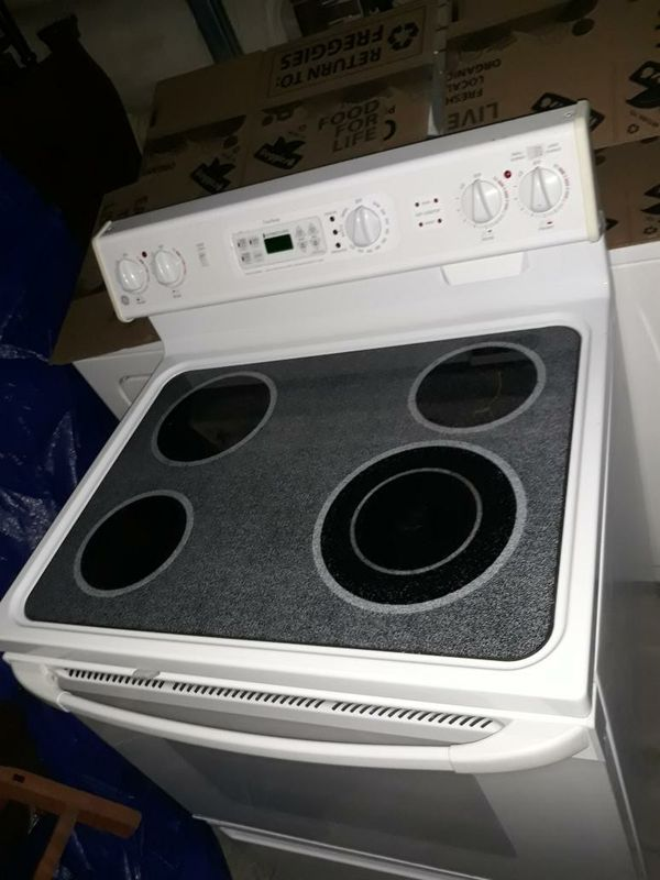 VERY NICE ELECTRIC OVEN STOVE SELF CLEANING FOR SALE