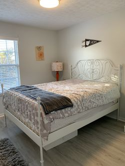 Queen size, white metal bed frame for Sale in Hilliard,  OH