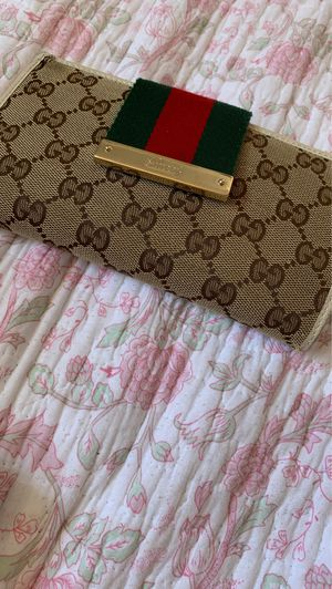 Authentic Gucci wallet for Sale in Auburn, WA