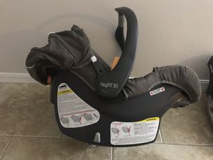 Car seat + 2 base * Almost new * for Sale in Naples, FL