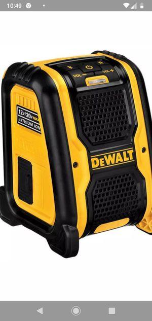 $60Dewalt DCR006 20-volt/12-volt Max Bluetooth Speaker(no batería) for Sale in Miami, FL
