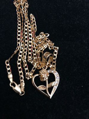 Heart rose pendant with chain for Sale in Mesa, AZ