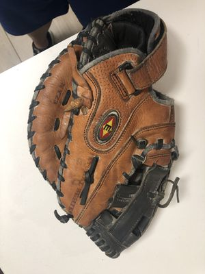 Easton baseball glove 1 base for Sale in Miami, FL